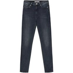 tekstylia Damskie Jeansy slim fit Calvin Klein Jeans J20J212018 Niebieski
