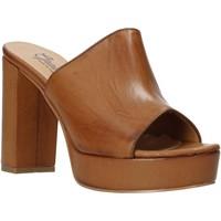 Buty Damskie Klapki Grace Shoes 492PL008 Brązowy
