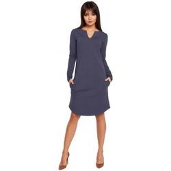 tekstylia Damskie Sukienki krótkie Be B017 Klasyczna sukienka z rozcięciem na dekolcie - niebieska