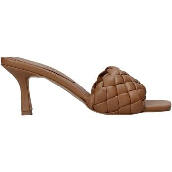 Buty Damskie Klapki Grace Shoes 395R015 Brązowy